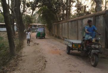 লোহাগাড়ার পশ্চিম আমিরাবাদ সড়কের বেহাল দশা এলাকাবাসীর দূর্ভোগ চরমে