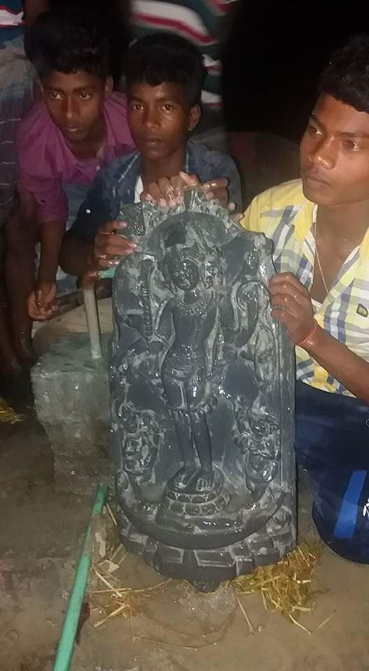 নওগাঁর নিয়ামতপুরে কোটি টাকার মূল্যের কষ্টি পাথরের মূর্তি উদ্ধার