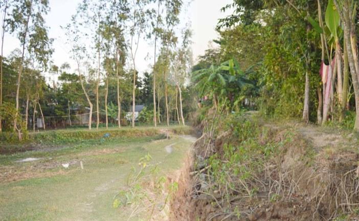 জগন্নাথপুরে বিদুৎ সুবিধা থেকে বঞ্চিত একটি গ্রামের বাসিন্দা