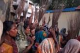 ঝিনাইদহের কালীগঞ্জে মাদক ব্যবসায়ী বিসুর বাড়ি অবরোধ করে মহিলাদের ঝাড়ু মিছিল