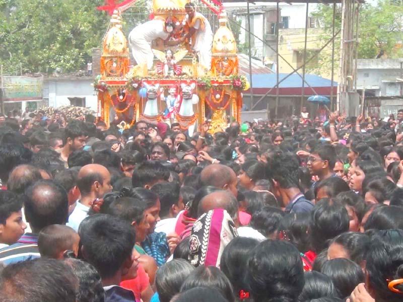 নওগাঁয় শ্রী শ্রী জগন্নাথ দেবের হাজারো ভক্তদের উৎসবমুখর পরিবেশে  রথযাত্রা শুরু