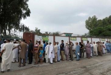 পাকিস্তানে গণতন্ত্রের নির্বাচনে ভোট শুরু