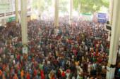 ৪০ মিনিট পর কমলাপুরে টিকিট বিক্রি শুরু, দীর্ঘ লাইন