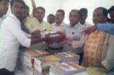 দোহার নবাবগঞ্জের বিভিন্ন স্কুলে স্বেচ্ছাসেবকলীগের বই বিতরণ