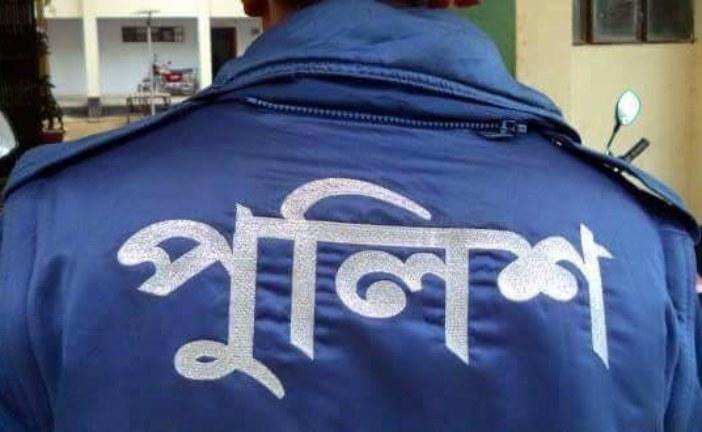 ঝিনাইদহে পুলিশ কনস্টেবল কে পিটিয়ে হাসপাতালে পাঠিয়ে এসআই বললেন 'জ্বিনে ধরেছে'