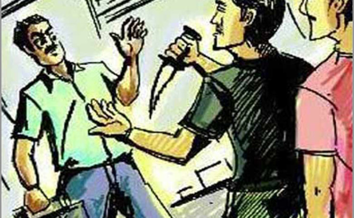 ইলিশের তিন ট্রাকে হামলা মারধর ছিনতাইয়ের ঘটনায় জড়িতরা ধরাছোঁয়ার বাইরে ॥