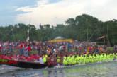 নবাবগঞ্জে নয়নশ্রী ইউনিয়নে দেওতলা নবারুন সংঘের উদ্যোগে এ নৌকা বাইচ অনুষ্ঠিত |