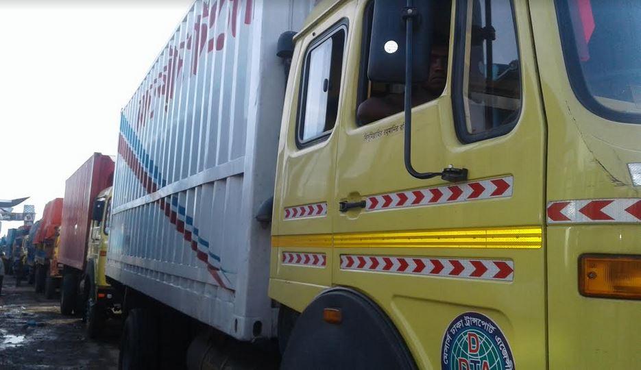 পাটুরিয়া-দৌলতদিয়া যানবাহনের দীর্ঘ সারি, পারাপারের অপেক্ষায় ৬শতাধিক যানবাহন