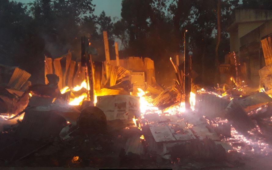 ফটিকছড়ির চড়ালিয়াহাট বাজারে ভয়াবহ অগ্নিকান্ড, ৭ দোকান ভস্মিভূত