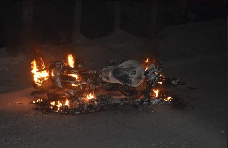 দোহারে বিএনপির প্রচারনা শেষে আ'লীগের কর্মির উপর হামলা,অগ্নি সংযোগ।আটক ৮