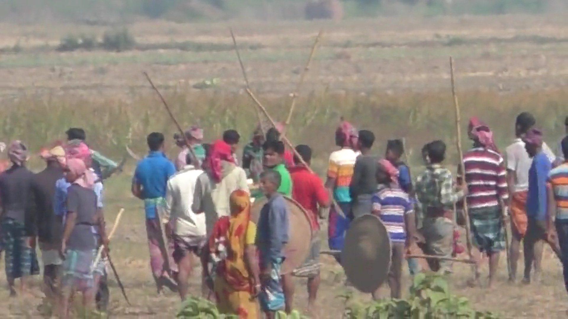 ঝিনাইদহের শৈলকুপায় আধিপত্য নিয়ে আওয়ামীলিগের দু'গ্রুপের সংঘর্ষ ॥ আহত ১০ বাড়ী ভাংচুর