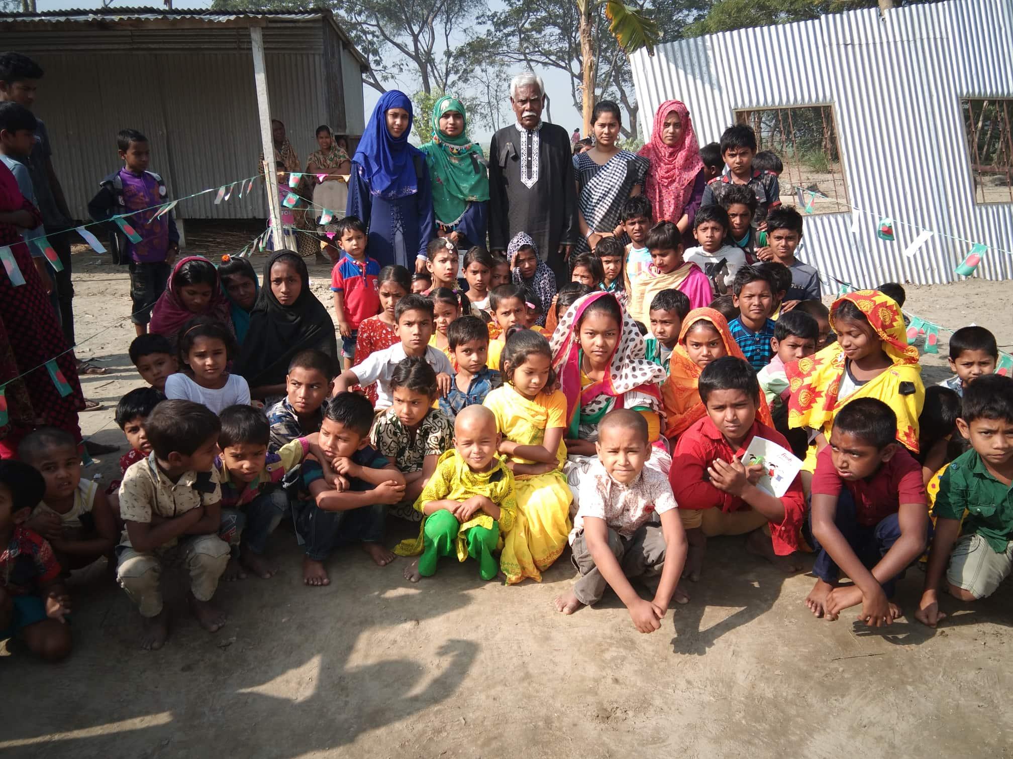 দোহারের শেখ রাশেল প্রাথমিক বিদ্যালয় পাচ্ছে শহিদ মিনার সাথে পাচ্ছে ৬ টি পাখা