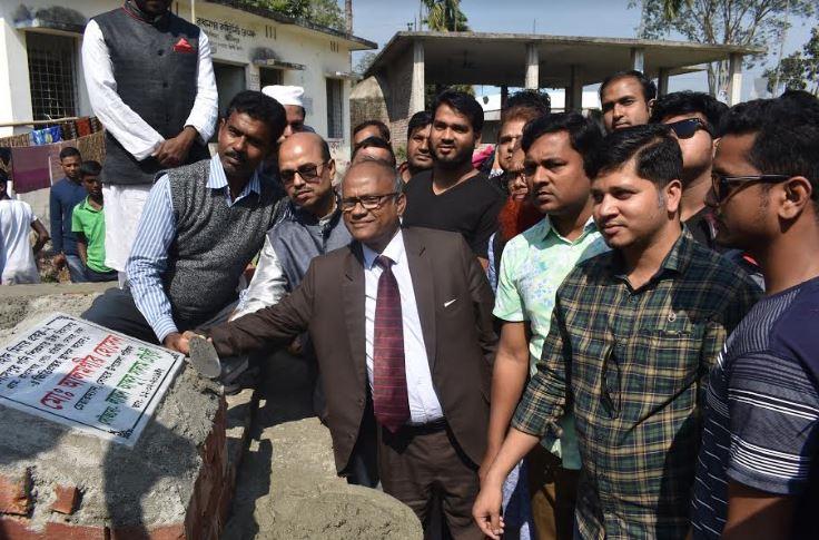 দোহার শহীদ মিনার প্রকল্প -২ ভিত্তিপ্রস্তর স্থাপন করেন,উপজেলা চেয়ারম্যান মো: আলমগীর হোসেন