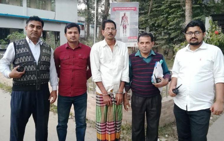 নবাবগঞ্জে ইয়াবাসহ মাদক ব্যবসায়ী আটক