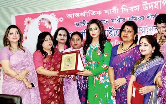বাংলাদেশ নারী সাংবাদিক সমিতির উদ্যোগে নারীদের সংবর্ধনা ও ক্রেস্ট প্রদান