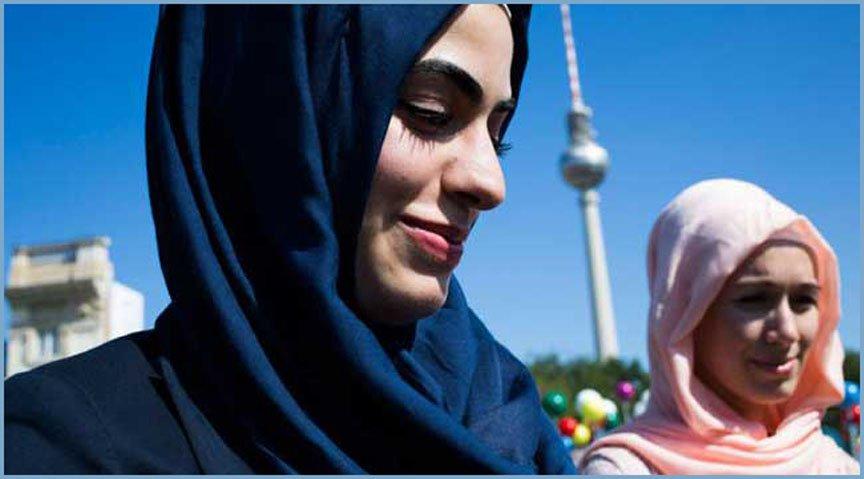 জার্মানীতে হিজাব পরা মুসলিম গর্ভবতী নারীকে রাস্তায় কিল-ঘুষি