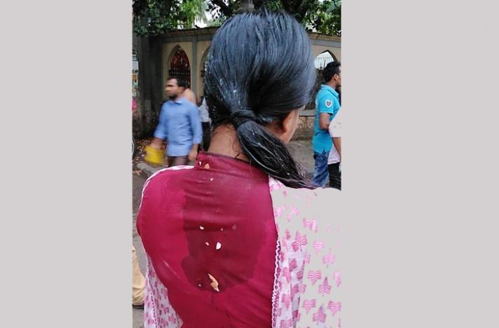 শামছুন্নাহার হলের ভিপিকে ছাত্রলীগের ডিম নিক্ষেপ, 'গায়ে হাত' (ভিডিও)