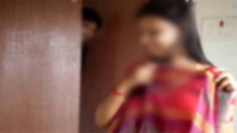 টাঙ্গাইলে গভীর রাতে ছাত্রীর সঙ্গে রাত্রিযাপনকালে ধরা শিক্ষক