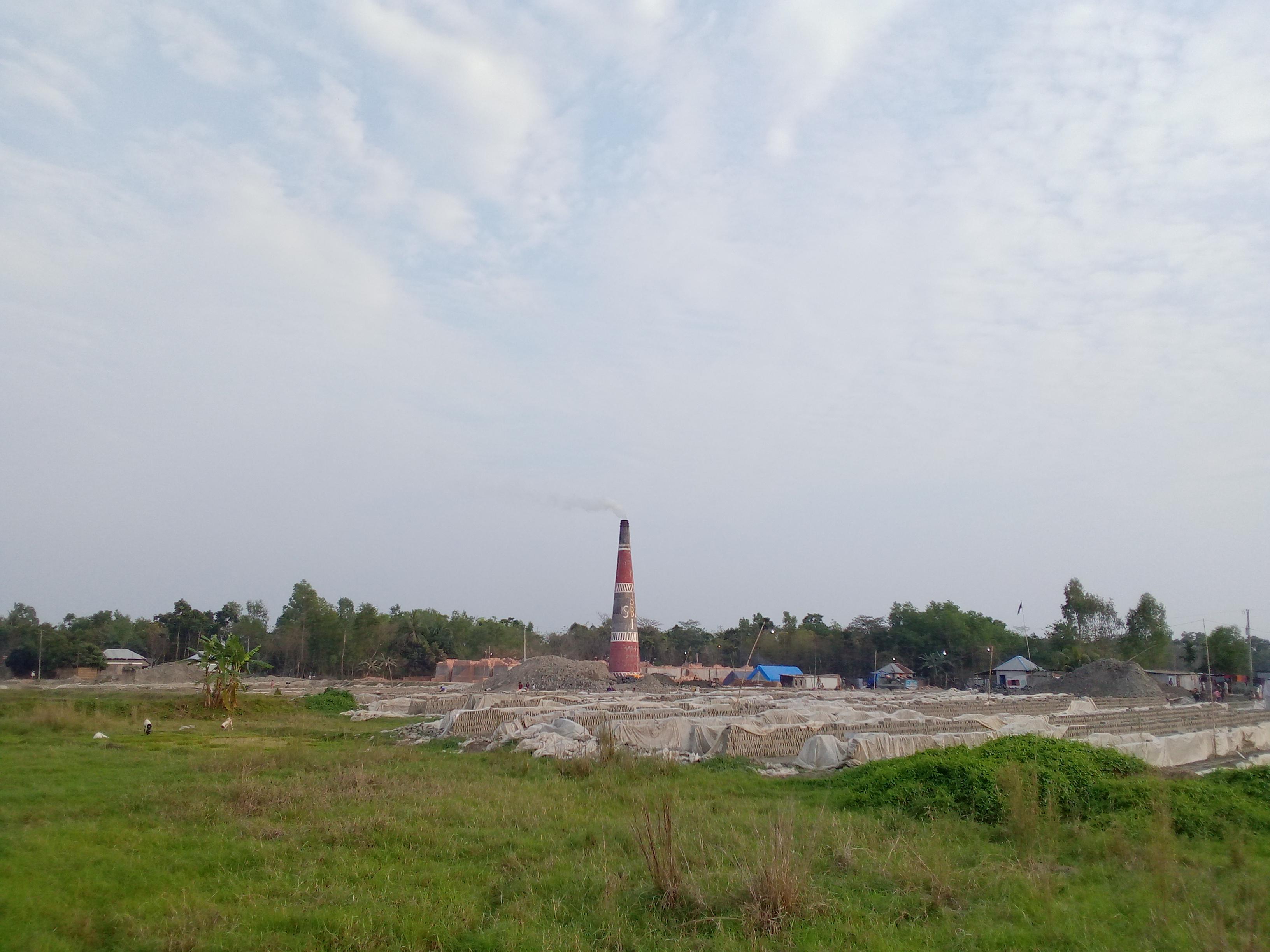 দোহারে সংবাদ প্রকাশের পরেও আবাসিক এলাকায় চলছে ইটের ভাটা, প্রশাসন নীরব