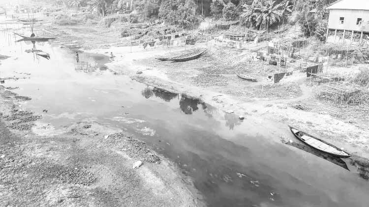 দখল-দূষণে মরছে নবাবগঞ্জ ও দোহারের কালের সাক্ষী ইছামতী নদী।