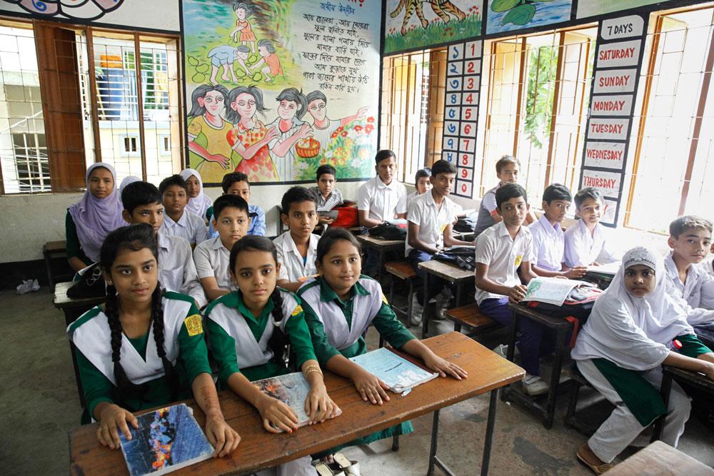 স্কুল বন্ধ থাকায় মঙ্গলবার থেকে ক্লাস চলবে টিভিতে
