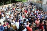 কারওয়ান বাজারে সড়ক অবরোধ করেছেন প্রবাসীরা