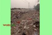 ঢাকা-মাওয়া সংযোগ সড়কের পাশে ময়লা ফেলে রাস্তা বন্ধ